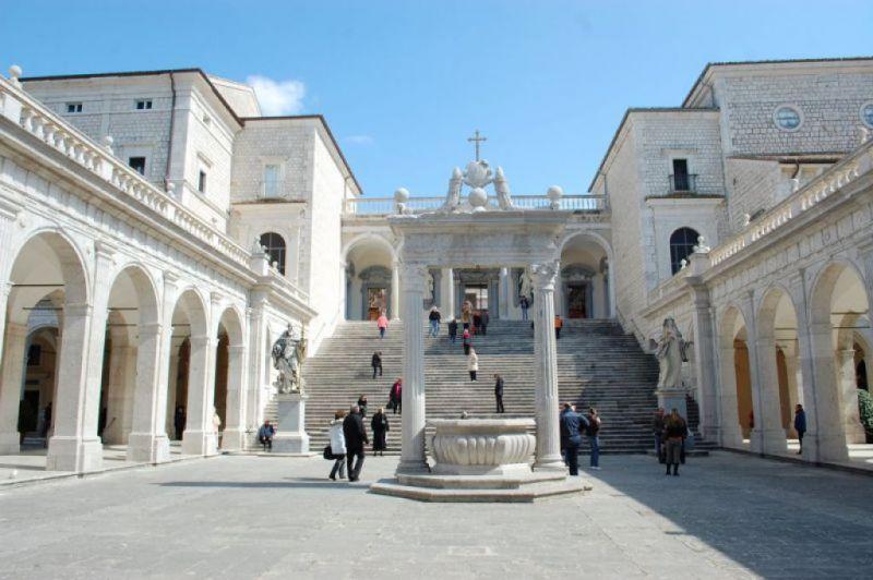Abbazia di Montecassino, Chiostro del Bramante